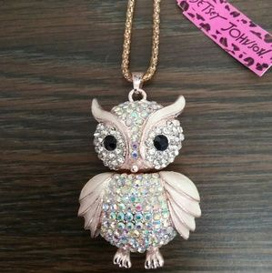 Betsey Johnson gorgeous Owl sweater necklace